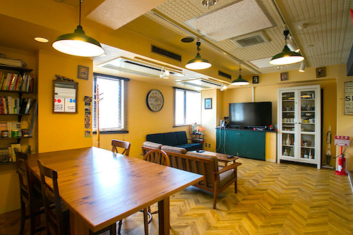 share house in tokyo share style. Black Bedroom Furniture Sets. Home Design Ideas